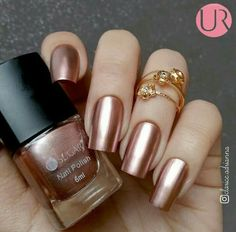 Gold nail polish is ideal for autumn. Nail art designs for long nails and for small nails are completed by several artists in various cities. Rose Gold Nail Polish, Gold Nail Art, Glitter Nail Art, Nail Polish Colors, Rose Gold Metallic Nails, Color Nails, Glitter Toes, Gold Glitter, Gold Gold