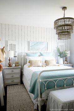Cottage Style Bedrooms, Style Cottage, Coastal Bedrooms, Coastal Living Rooms, Cottage Interiors, Coastal Cottage, Coastal Style, Coastal Homes, Cozy Cottage