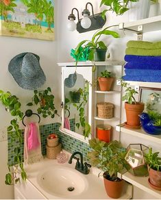 Full Jungle vibes in my tiny bathroom. I keep all the utilitarian things inside . My New Room, My Room, Room Ideas Bedroom, Bedroom Decor, Creation Deco, Aesthetic Room Decor, Dream Apartment, Dream Rooms, Cool Rooms