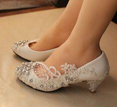 Hey, diesen tollen Etsy-Artikel fand ich bei https://www.etsy.com/de/listing/205864172/wedding-shoes-lace-flats-lace-wedding