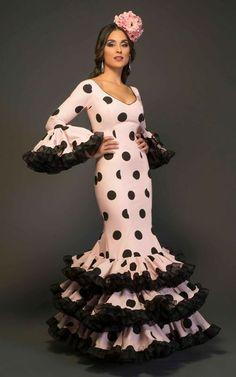 Flamenco Costume, Flamenco Dancers, Flamenco Dresses, Latin Ballroom Dresses, Ballroom Dancing, 15 Dresses, Nice Dresses, Spanish Dress, Spanish Style