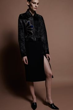 See the complete J. Mendel Pre-Fall 2016 collection.