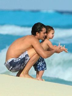 Orlando Bloom and his son, Flynn! That little baby is adorable!