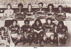 C.R. FLAMENGO (1976) - CAMPEÃO TORNEIO ELMO SEREJO (DF) E TORNEIO INAUGURAÇÃO DO ESTÁDIO JOSÉ FRAGELLI (CUIABÁ/MT). Em pé (da esq. p/ dir.): Cantarelli, Toninho, Rondinelli, Jaime, Júnior e Merica. Agachados: Paulinho, Geraldo, Luisinho, Lemos, Zico e Luís Paulo.
