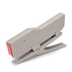 ゼニス/ステープラー グレイ 3780yen 厚い紙の束も楽に留められるステープラー