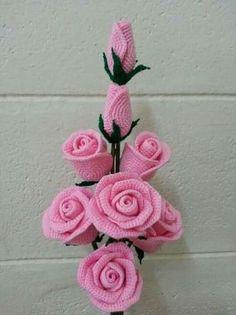 Virkattu ruusukimppu