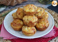 Tuna tomato and feta muffins, Recipe Petitchef Tuna Recipes, Muffin Recipes, Appetizer Recipes, Whole Food Recipes, Cinnamon Crunch, Savory Muffins, Baking Flour, Eat Smart, Afternoon Snacks