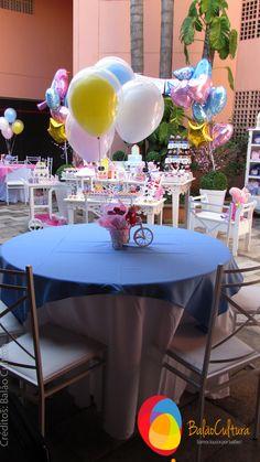 Arranjo de mesa com a Peppa na bicicleta usando balões.  Festa da Peppa . Créditos: Balão Cultura www.boxbalao.com Peppa Pig, Margarita, Projects To Try, Table Decorations, Tableware, Glass, Home Decor, Desk Arrangements, Kids Part