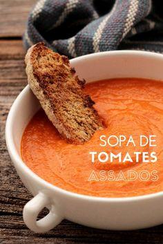 Sopa de tomates assados    Receita de uma sopa fácil e deliciosa feita com tomates assados, levemente caramelizados no forno. Essa sopa é saudável e muito saborosa.