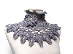 Grey Crochet Neckwarmer / Collar with turtleneck ruffle por ixela