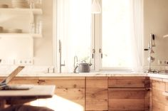 Mix and match: marble and wood - all to make your home your home   HomeDeco.nl
