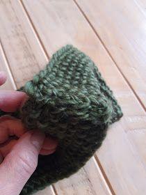 Marikari: Gebreide haarband met patroon Cross Stitch Alphabet Patterns, Twist Headband, Fingerless Gloves, Arm Warmers, Knitted Hats, Free Pattern, Winter Hats, Arms, Beanie