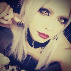 名古屋いくで #新コンタクト #綴さんLOVE Visual Kei, Beautiful Men, Septum Ring, Fangirl, Chokers, Rock, Sexy, Pretty, People