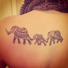 Bonito Familia de Elefantes