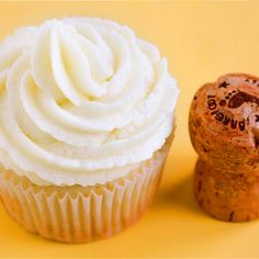 champagne cupcakes with sweet champagne buttercream frosting