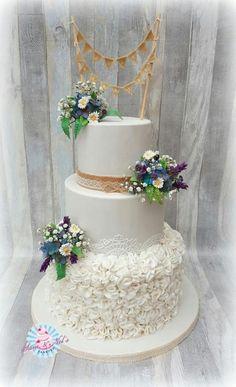 Wild Flowers weddingcake by Sam & Nel's Taarten - http://cakesdecor.com/cakes/287228-wild-flowers-weddingcake