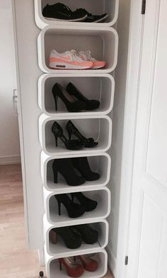 A well-crafted entryway shoe storage rack adds charm to that piece of leather art; Here are 20 beautiful shoe storage hacks that can turn heads Shoe Storage Hacks, Small Closet Storage, Shoe Storage Solutions, Entryway Shoe Storage, Storage Ideas, Shoe Store Design, Diy Shoe Rack, Shoe Shelves, Creative Storage