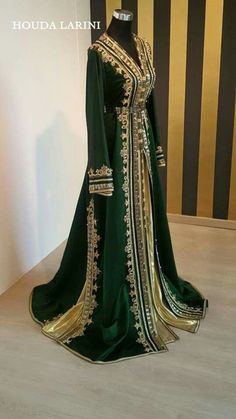 Green Velvet and Gold Arab Fashion, Muslim Fashion, Indian Fashion, Modesty Fashion, Fashion Women, Kaftan Moroccan, Morrocan Dress, Traditional Fashion, Traditional Dresses