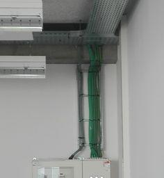 De groene draden vormen allemaal verschillende lijnen.