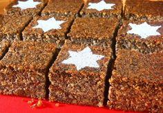 Makowiec z jabłkami. Kliknij w zdjęcie, aby poznać przepis. #ciasta #ciasto #desery #wypieki #cakes #cake #pastries Yeast Bread, Polish Recipes, Cookie Desserts, Icing, Rolls, Sweets, Cookies, Dishes, Cake