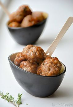 Meatballs in Liege syrup Dutch Recipes, Meat Recipes, Appetizer Recipes, Cooking Recipes, Beignets, Belgium Food, Travel Belgium, Quiche, Brunch