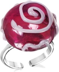 Murano glass with a swirled design that decorates the top has a youthful charm in the Mignon ring. Please note: Each piece is unique. Color and shape may vary slightly.