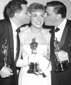 """Julie Andrews with the Sherman brothers 1965 won the Oscar for best actress for """"Mary Poppins."""