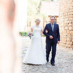 Einzug der Braut bei freier Trauung im Vintage Motto