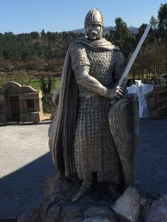 D. Afonso Henriques – Rei de Portugal | Universal Rocks - Rochas Artificiais, Tematização, Esculturas