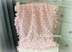 Lace Cupcakes Baby Blanket With Ruffled Trim Crochet Pattern, Pink Lacy Baby Afghan Pattern, Easy Cr Crochet Baby Booties Tutorial, Crochet Bebe, Booties Crochet, Crochet For Kids, Crochet Hooks, Free Crochet, Crochet Angels, Crochet Summer, Crochet Flower