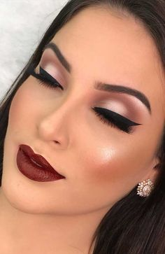 If you need inspiration for beautiful makeup for fall and winter? From natural and nude looks to bold lip colors and smoky eyes. # fall makeup 55 Stunning Makeup Ideas for Fall and Winter Makeup Looks Winter, Bold Makeup Looks, Wedding Makeup Looks, Fall Makeup, Bridal Makeup, Winter Make Up Looks, Bold Lip Makeup, Makeup Looks For Brown Eyes, Eyeliner Makeup