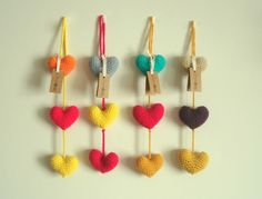 Crochet Bunting, Crochet Garland, Crochet Flowers, Valentine Heart, Valentines, Easy Crafts, Arts And Crafts, Tassel Keychain, Beaded Curtains
