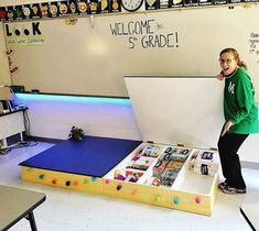Gorgeous classroom design ideas for back to school 26 Classroom Hacks, Classroom Layout, Classroom Design, Kindergarten Classroom, Future Classroom, Classroom Themes, School Classroom, Classroom Organization, Classroom Management