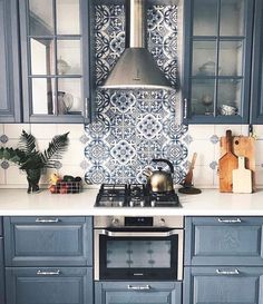 Love the color and backsplash but the appliance is too small #kitchenrenovations