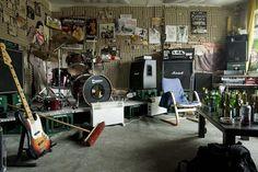 Paroxysm's-rehearsal-room,-Kassel,-2010.jpg (900×599)