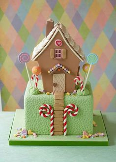 Zoe Clark Cakes gingerbread house cake - fruit cake, ginger cake and gingerbread house in one? Christmas Cake Designs, Christmas Cupcakes, Fondant Cakes, Cupcake Cakes, House Cake, Gateaux Cake, Christmas Gingerbread, Gingerbread Houses, Just Cakes