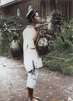 51 Old Colorized Photos Reveal The Fascinating Filipino Life Between 1900 - 1960 Filipino Art, Filipino Culture, Philippines Culture, Manila Philippines, Philippines Travel, Filipino Fashion, Filipina Girls, Colorized Photos, Vintage Hawaii