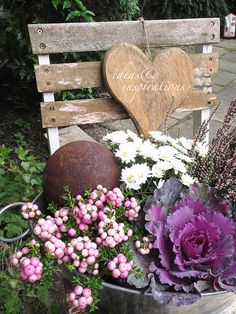 Herbst Deko in einer Zinkwanne How to make an atmospheric autumn decortion in berry colors, I show o Fall Flowers, Summer Flowers, Painting Recipe, Balcony Flowers, Deco Nature, Interior Garden, Interior Ideas, Interior Design, Deco Floral