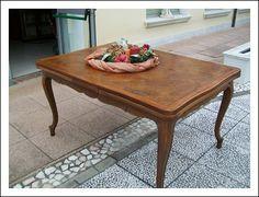 Tavolo rettangolare allungabile di grandi dimensioni . 150x110 c 270aperto