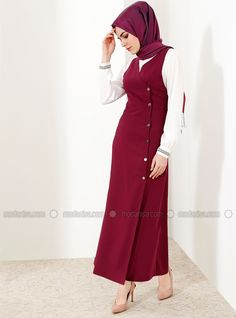 The perfect addition to any Muslimah outfit, shop Refka's stylish Muslim fashion Purple - Crew neck - Unlined - Dresses. Modest Fashion Hijab, Abaya Fashion, Muslim Fashion, Fashion Dresses, Hijab Dress, Hijab Outfit, High Street Fashion, Fifties Fashion, Muslim Women