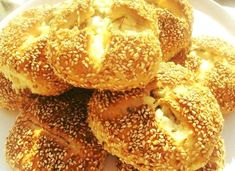 Pita Pizzas, Bread Art, Greek Cooking, Greek Recipes, Bagel, Candle Holders, Food And Drink, Cooking Recipes, Favorite Recipes