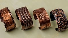 Learn to create a variety of textures on thin-gauge copper, then rivet them to a simple copper cuff - diverse tecniche per ottenere texture sul rame