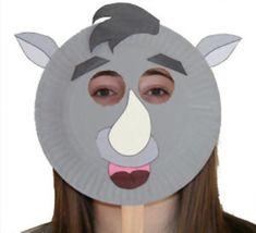 Maschera da rinoceronte con piatti carta