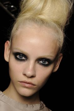 A look at Spring/Summer unique beauty trend- Bleached Eyebrows! Runway Makeup, Beauty Makeup, Hair Makeup, Hair Beauty, Beauty Shoot, Makeup Eyes, Black Eye Makeup, Smokey Eye Makeup, Bleached Eyebrows