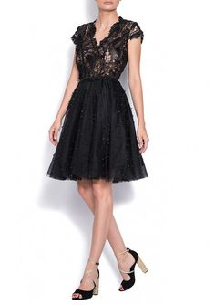 Bien Savvy midi dress is made of silk lace and tulle accessory with pearls. The dress has A line. The cleveage complements the dress in a feminine fashion. The top embroidery is hand-made. Feminine Fashion, Feminine Style, Cocktail Dresses, Lace Dress, Tulle, Embroidery, Pearls, Silk, Formal Dresses