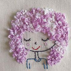 Pronta para emoldurar  #matilda #joinville #bordado #bordadoamao #bordadolivre #handmade #embroidery #embroideryart #compredopequeno #compredequemfaz #cachos #cacheadas #curlyhair #smallbusiness #shopsmall #embroiderydesign