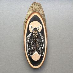 Wood slice with original drawing of a death's head door Inkspirednl