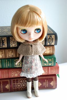 sweet Blythe capelet