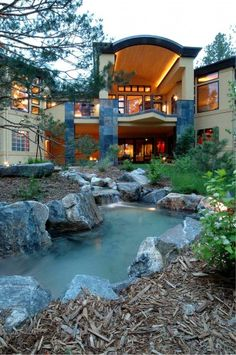 Wow ... love the house and the water feature. Would love to sit on the balcony.