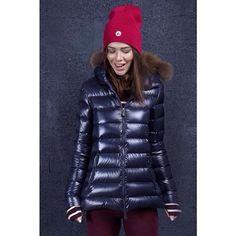 . . #ツルツル #デカデカ  #ナイロン #光沢 #シャイニー  #フェチ #ダウン #ダウンジャケット #ダウンコート #ファッション #コーデ #冬コーデ #ママコーデ  #slippery #shiny #puffy #puffer #nylon #fetish #down #downjacket #downcoat  #pufferjacket #puffercoat #fashion #doudoune #dounen #piumino